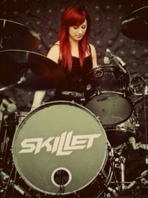 JEN LEDGER!! Amazing voice and awesome drummer ☼ ☾ follow me on instagram: 2turnttori ∆