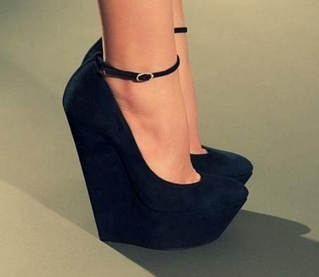 Где в москве купить обувь на большой платфоме ли каблуке