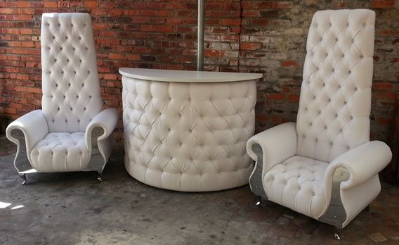 High back chairs with deep button Bar counter