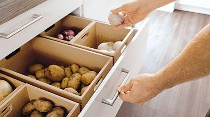 Ausreichend Stauraum verhindert Chaos in der Küche, Foto: Schüller                                                                                                                                                                                 Mehr