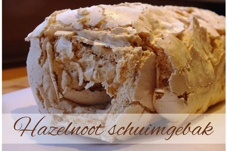 Supersnel en makkelijk recept voor lekker hazelnoot schuimgebak. Een meringue rol met hazelnoot en mokka, deze combinatie is zooooo lekker:)