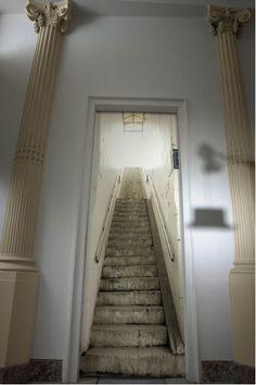 papier peint trompe l'oeil escalier metro blanc gris