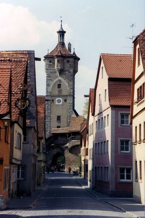 how to go to rothenburg ob der tauber from nuremberg