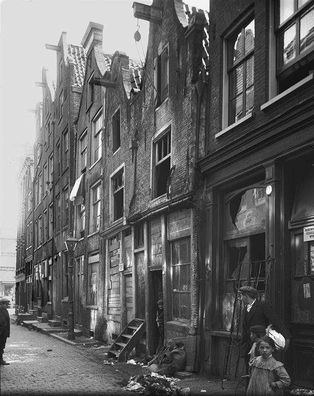 Sloppen/Krotten in de Uilenburgerstraat, Amsterdam, Netherlands, 1925. Slums in Amsterdam, Uilenburgerstraat, Netherlands, year 1925