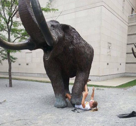 fun with statues | Fun with Statues! (42 Photos)