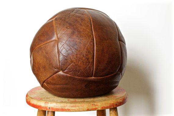 Grote Vintage lederen Medicijnbal antieke van CrolAndCo op Etsy