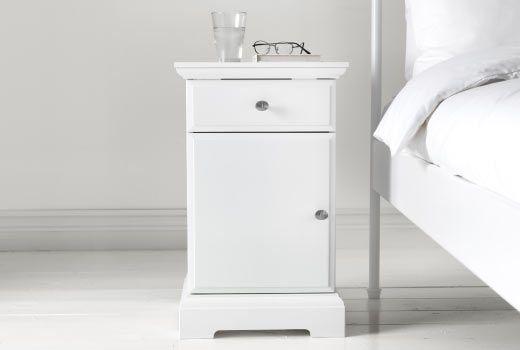 ikea nachttische z b birkeland ablagetisch in wei ikea schlafzimmer tr ume pinterest. Black Bedroom Furniture Sets. Home Design Ideas