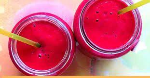 Suco pink, o suco da vez. A beterraba é a protagonista, ela é rica em vitaminas A, B1, B2, B5 e C, além de potássio, sódio, fósforo e ferro. Rica em flavonóides, fibras, auxilia na aceleração do metabolismo, ajuda na renovação do colágeno e reduz a pressão arterial, além de outros benefícios que estão no Blog www.driedéiadicas.com, assim como receitas de como fazer o suco.