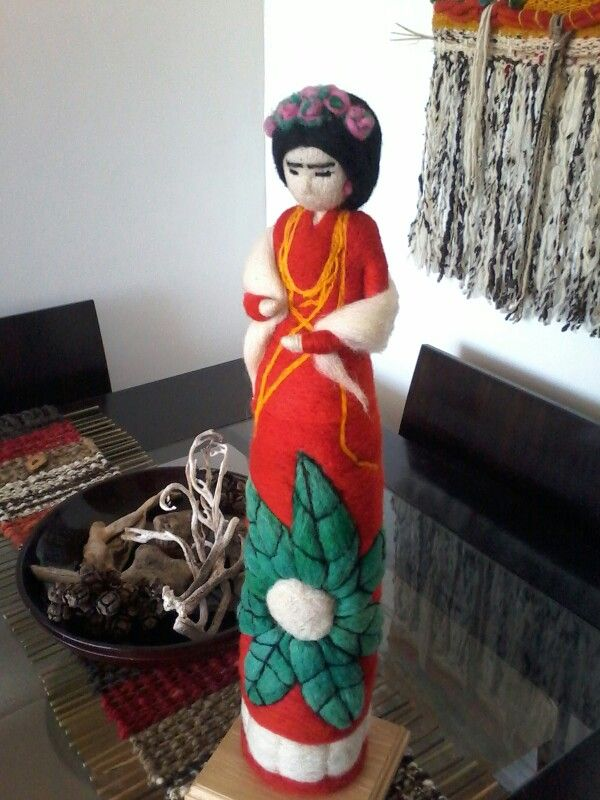 Escultura en fieltro agujado Frída kalho  Terraamore hecho a mano