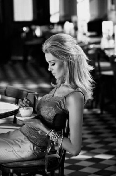 Coffe Time, Beautiful Coffe, Mornings Coffe Girls, Cups Of Coffe, Coffe Drinks, Coffe Breaking, Coffee Time, Coffe Cafes, Black And White Coffe