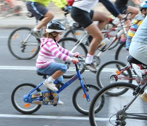 Los menores de 16 años, con casco en la bici en ciudad desde mañana - La Razón digital
