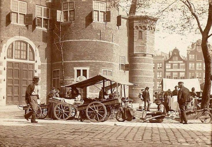 Amsterdam: De Nieuwmarkt omstreeks 1912