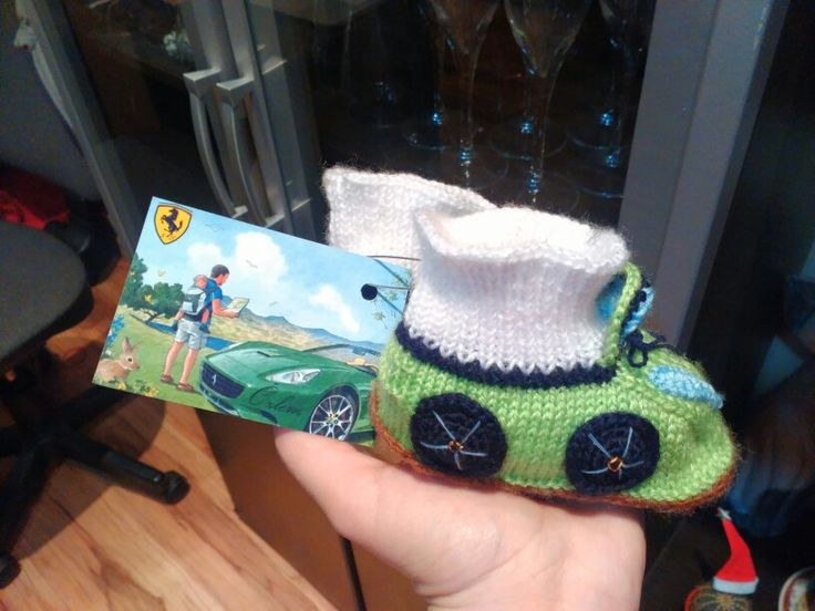 Green Ferrari cars, baby boots, knitting, amigurumi Бебешки терлици, ботуши, плетени, коли Ферари Bebek terlikleri Ferari araba, örgü