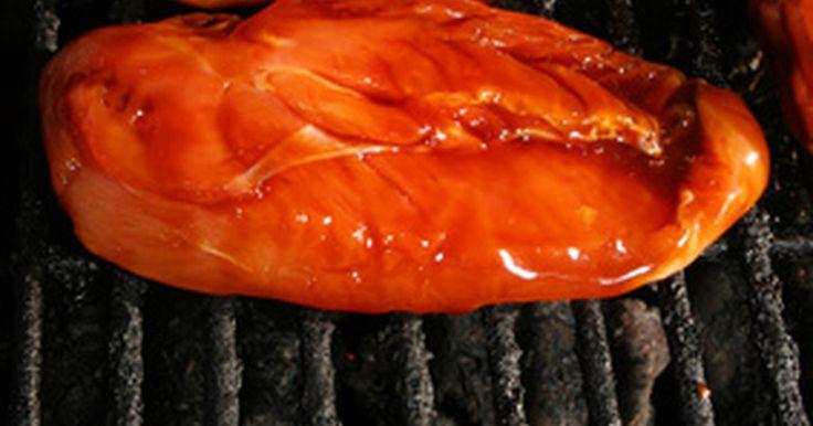 Planificación de comidas en caso de pancreatitis crónica . El páncreas segrega enzimas en el intestino delgado para ayudar a digerir los alimentos, también segrega las hormonas insulina y glucagón en el torrente sanguíneo para ayudar a regular el azúcar en sangre. La pancreatitis crónica es una inflamación prolongada del páncreas. Cuando el páncreas se inflama, su capacidad de segregar enzimas digestivas ...