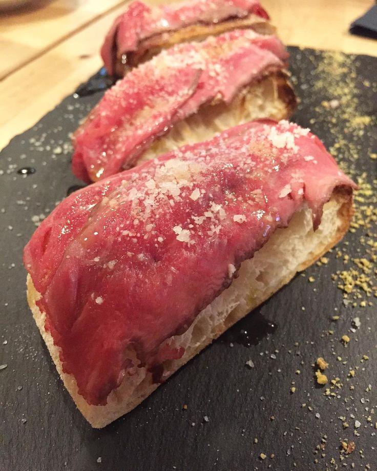 Tosta de Roast Beef con salsa de Rábano picante #gastronomia #food #saboreSVQ #territorioguadalquivir #provinciasvq #flambea #sevilla