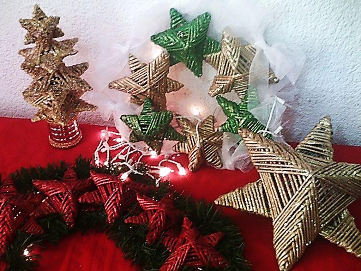 Tres adornos navideños con estrellas de papel