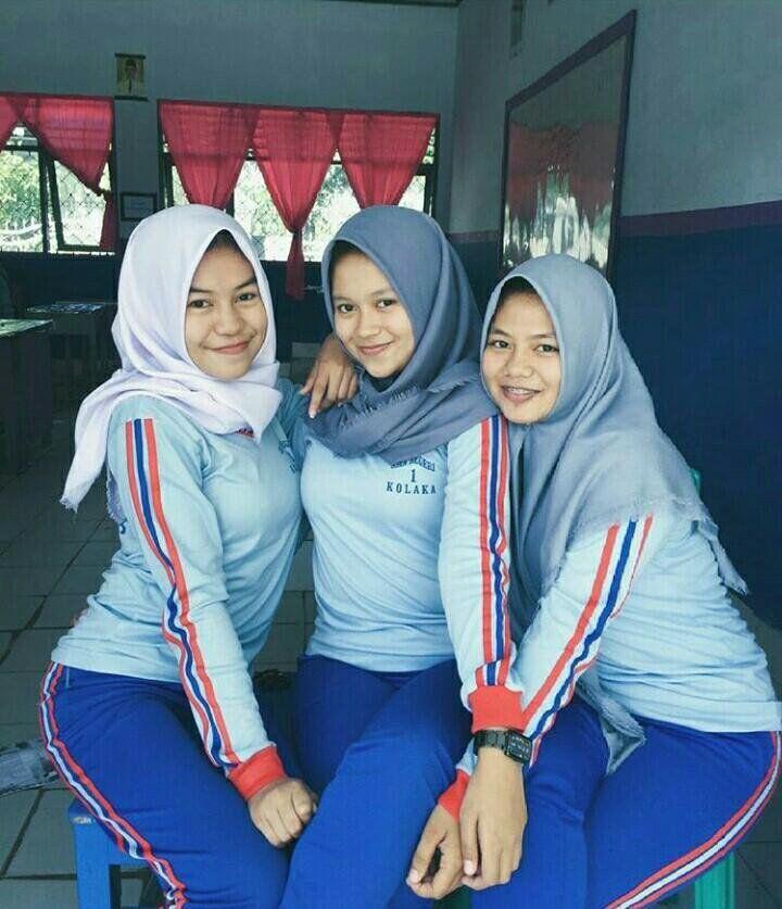 Gadis di Sekolah