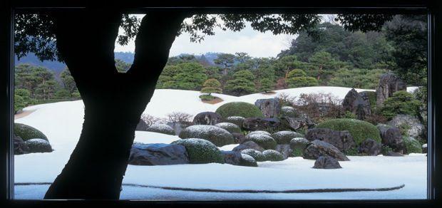 職員さんも総出の手入れで、日本庭園が13年連続日本一!庭師のいる〈足立美術館〉|「colocal コロカル」ローカルを学ぶ・暮らす・旅する