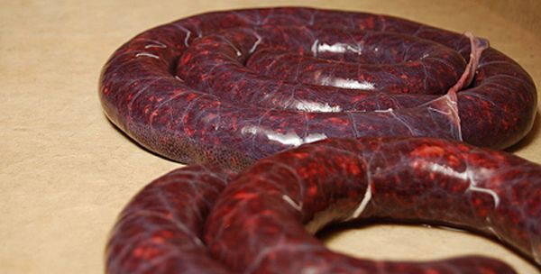A method and a recipe for making blood sausages, also known as morcilla, morcella, sanguinaccio or boudin noir. These are pork and pork blood sausages.