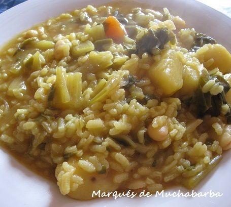 """El arroz """"FESOLS AMB OLI"""" es una receta típica valenciana que la podemos hacer solamente con ingredientes vegetales o añadirle carne, c..."""
