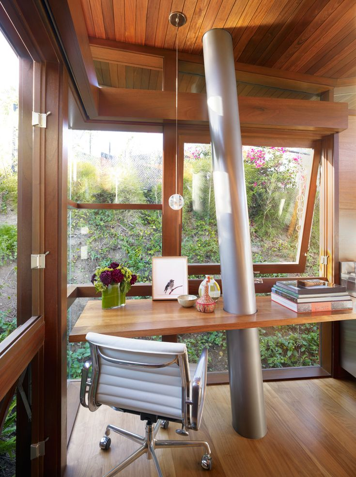 #modern #office #workspace #wood #treehouse #light #green Photo by