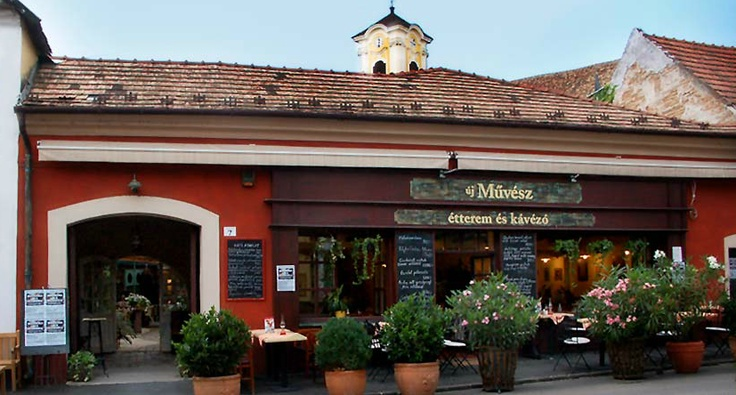 When you are in Szentendre, don't miss Új Művész and their yummy lemonade