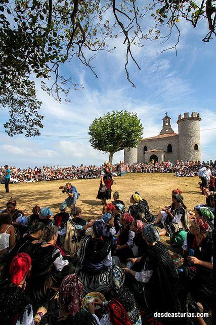 Fiestas de La Guía Llanes [Fiestas Asturias] Más info http://www.desdeasturias.com/las-fiestas-tradicionales-de-llanes/