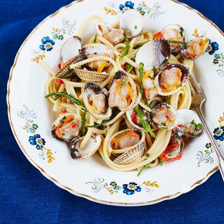 Pasta met kokkers en zeekraal - Jamie Oliver