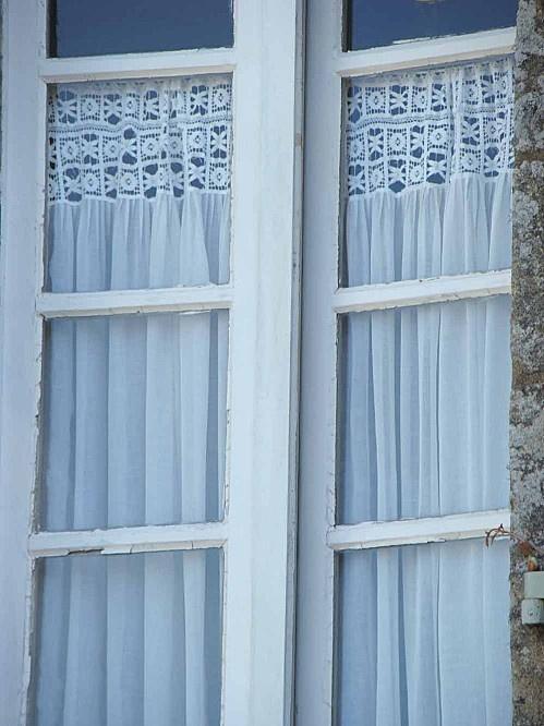 rideau-crochet-et-tissu.jpg: Rideau Crochet Et Tissue Jpg, Curtains, Crochet Crochet, Des Détail, Crochê Tricot, Avoir Des, Deco Maison, De Gancho, Z Crochet