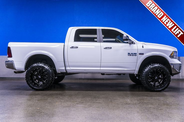 """2014 Dodge Ram 1500 Outdoorsman Edition 4x4 Truck For Sale with New 6"""" Fabtech Lift and Moto Metal Rims   Northwest Motorsport"""