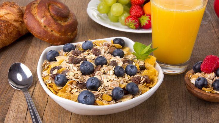 for a nutrient-dense breakfast that will help keep you satisfied and energized all morning, combine whole-grain oats with antioxidant-rich berries.
