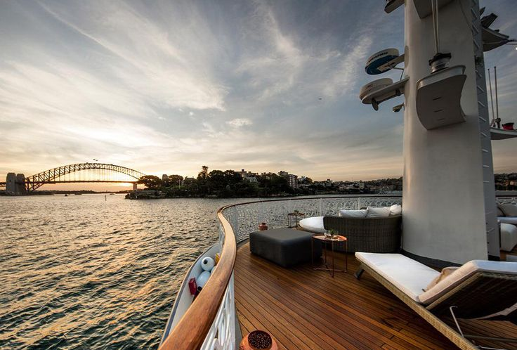 Seadeck features 3 huge decks with 360-degree views of Sydney Harbour, luxurious lounge seating and bespoke furniture sourced from high-end suppliers from all over the world.