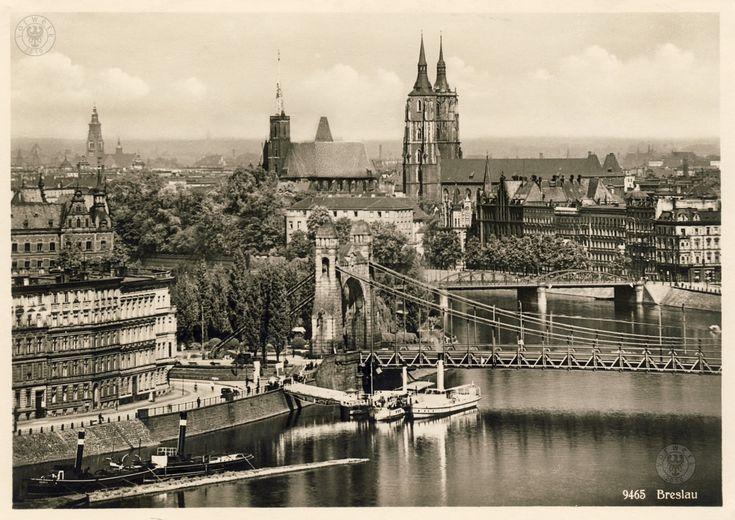 Widok na Ostrów Tumski z wieży ciśnień przy Na Grobli. Po lewej nieistniejące kamienice przy wybrzeżu Słowackiego (widoczny mały fragment zachowanej kamienicy nr 5 ->  ) Na pierwszym planie dawna przystań ->   , most Grunwaldzki, a za nim most Lessinga. Po prawej kamienice przy Uferstr. 1930