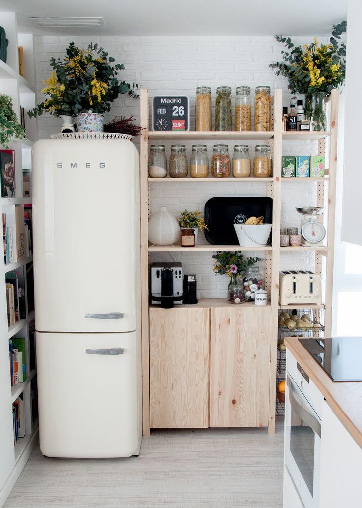 Foto cocina con estanter as de maribel mart nez 1621945 habitissimo Estanterias para cocina ikea