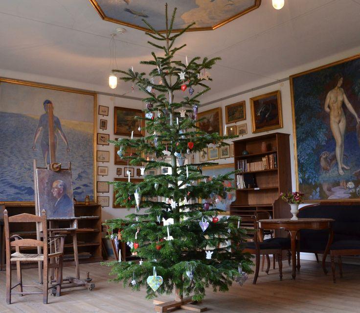 Impressive Christmas tree at the Johannes Larsen Museet in Denmark (via Johannes Larsen Museet on Facebook) #MuseXmas