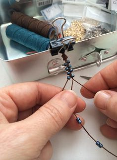 Easy Bead Bracelets to make on the beach #Beading #Jewelry #Tutorials