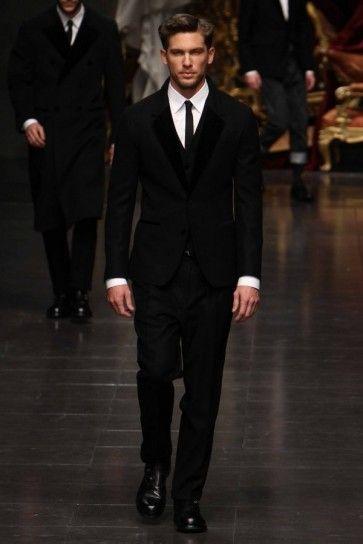 Vestito nero uomo con camicia nera grand
