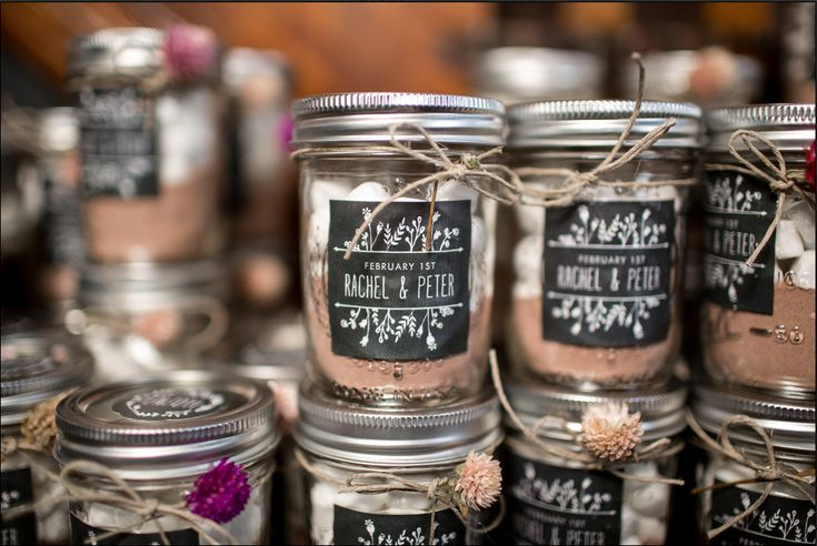 mason jar hot chocolate with marshmallows wedding favors