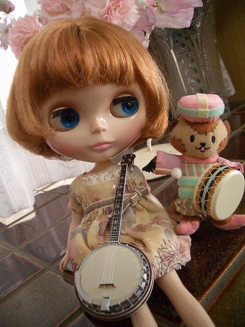 楽器はFトイの「世界の弦楽器コレクション」です( ^▽^)  1箱399円。 サイズは1/8スケール。 ウクレレ、バンジョー、ギター、三味線、胡弓2色の6種類。 シークレットはフラメンコギターだったみたいですが、 箱買いしても入ってませんでした。・゚・(ノД`)・゚・。
