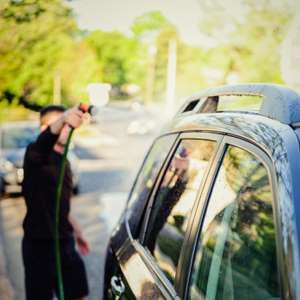 Lavez votre voiture avec un revitalisant contenant de la lanoline. Vous serez surpris du résultat. E... - Photo: iStock/Cameron Whitman