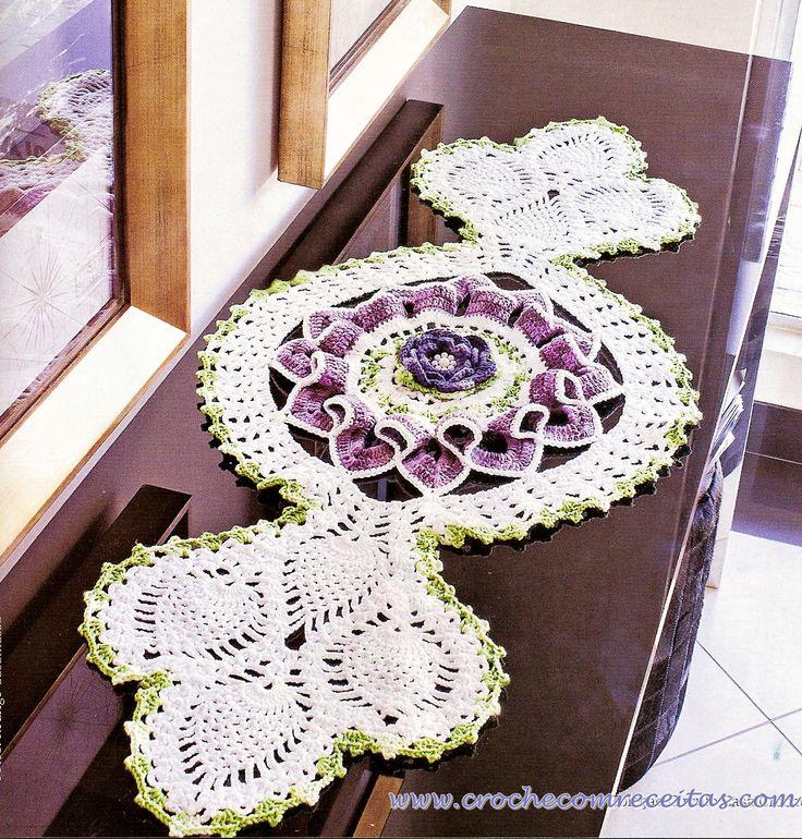 caminho de mesa em croche roxo com lilas e perolas em croche com receitas