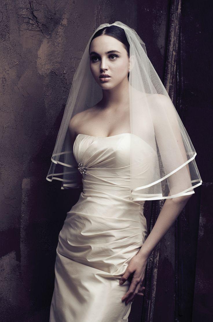 Os presentamos la bonita colección de velos de novias de la firma @Paloma_Blanca.