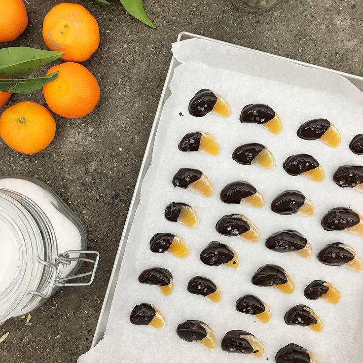 Xmas mood on  Clementine immerse nel cioccolato al cardamomo! Devi assolutamente provarle (link in bio) #infoodwetrust #vividigusto @carrefouritalia by gnambox