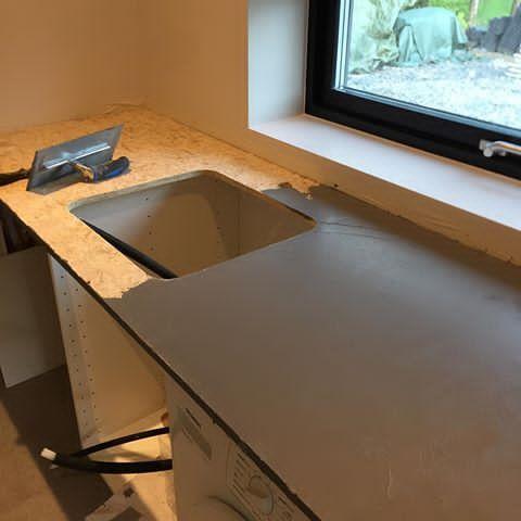 Hmm! hva skal dette bli? Benkeplate med sement overflate selvfølgelig  #cementdesign #betongbenkeplate #benkeplate #dekorhuset #mikrosement #microcement #marmorpuss #diy