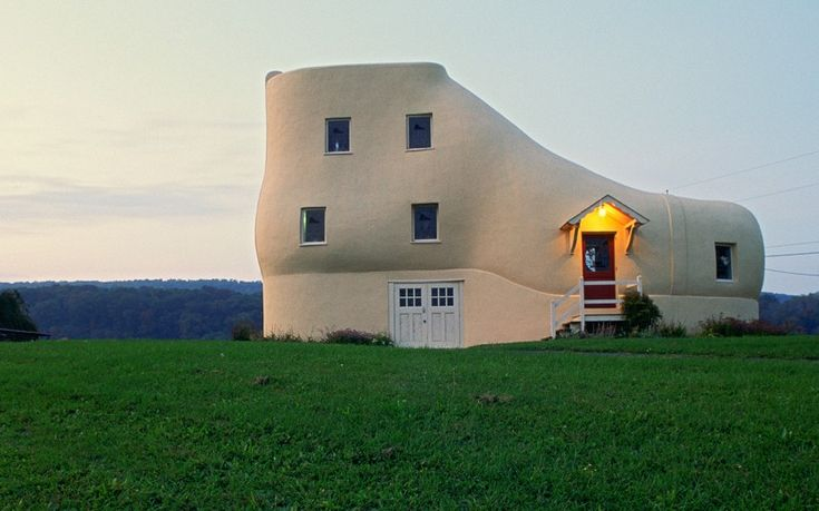 The Haines Shoe House, Hallem, Pennsylvania, USA    Built by shoe salesman Mahlon Haines in 1948 to advertise his wares, this five storey curiosity has a living room in the toes, a kitchen in the heel, two bedrooms in the ankle and an ice cream shop in the instep.