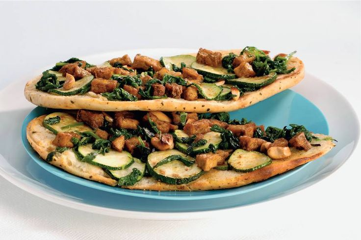 Kijk wat een lekker recept ik heb gevonden op Allerhande! Pizza van naanbrood met tofu