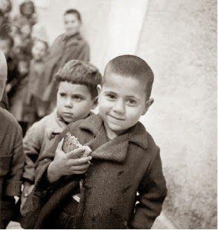Άννα Αγγελοπούλου: Κατοχή. Εικόνες πείνας. Φωτογραφίες της Βούλας Παπαϊωάννου