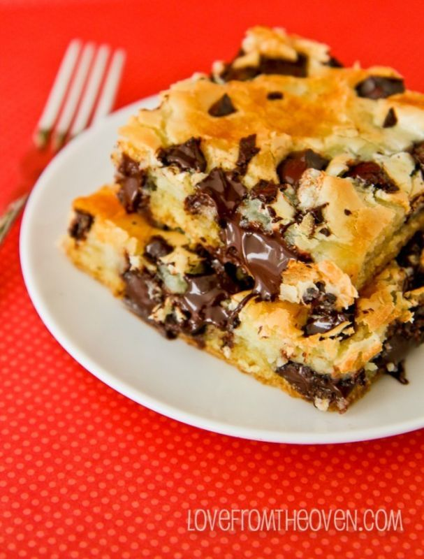 This Chocolate Chunk Cream Cheese Cake melts in your mouth. So delicious and I can't believe how easy it is to make! Pinning and re-making this one.