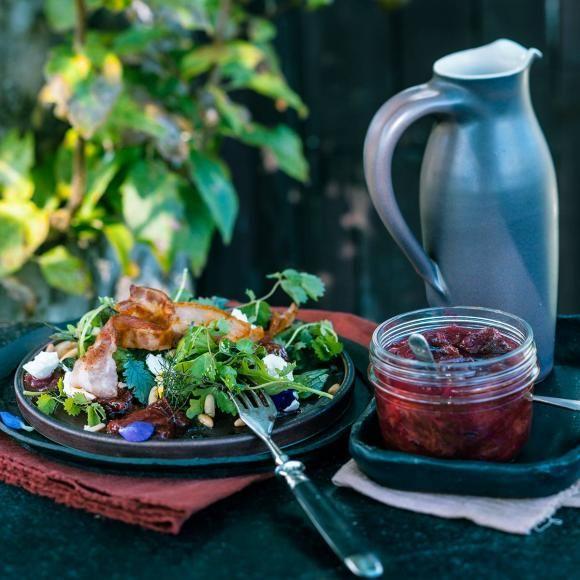 Kräutersalat mit Zwetschgen-Chutney: Rezept