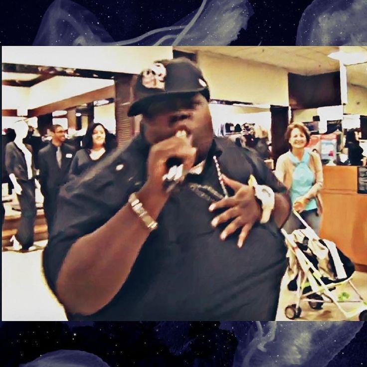 #tbt Me Performing In Aisle At Macy's Deptford Mall.I Think Like 09-10 The Women Clothing Aisle At That.... #posthop #grungehip #artist #rockstar #rebel #newwave #newsoul #alternativerock #wolf  #hiphop #cultleader #performer #bzg #nerd #zuespen #lavvy #mhr #follow #like4like #musicismylife #memories #idothis #lol #myexgirlfriendstillhasabighead #djvex #instalike #3t3nmustdie